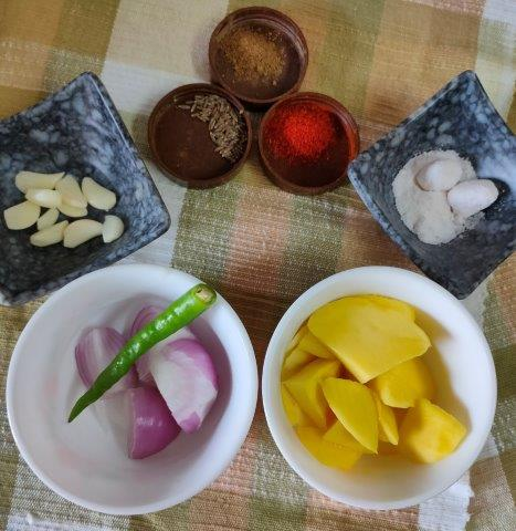 Dhaniya Ambi chutney is a spicy and tangy chutney (dip) made with fresh coriander leaves, green chillies, raw mango (ambi) and is flavoured with onion and garlic.