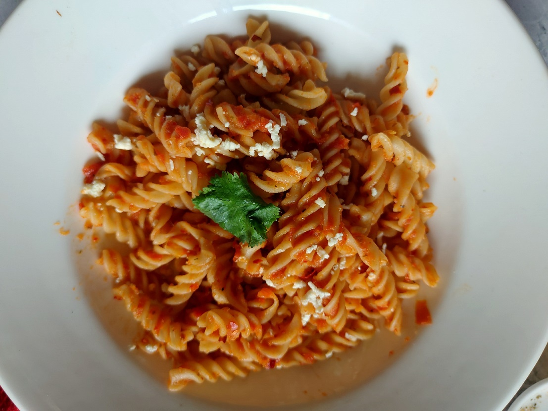 healthy vegan tomato pasta